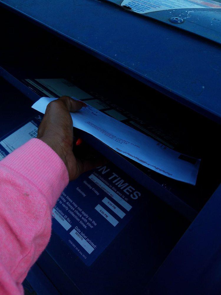 US Post Office: 1048 W Robinhood Dr, Stockton, CA
