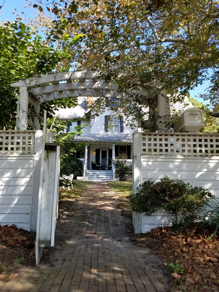 Fig Street Inn: 711 Tazewell Ave, Cape Charles, VA