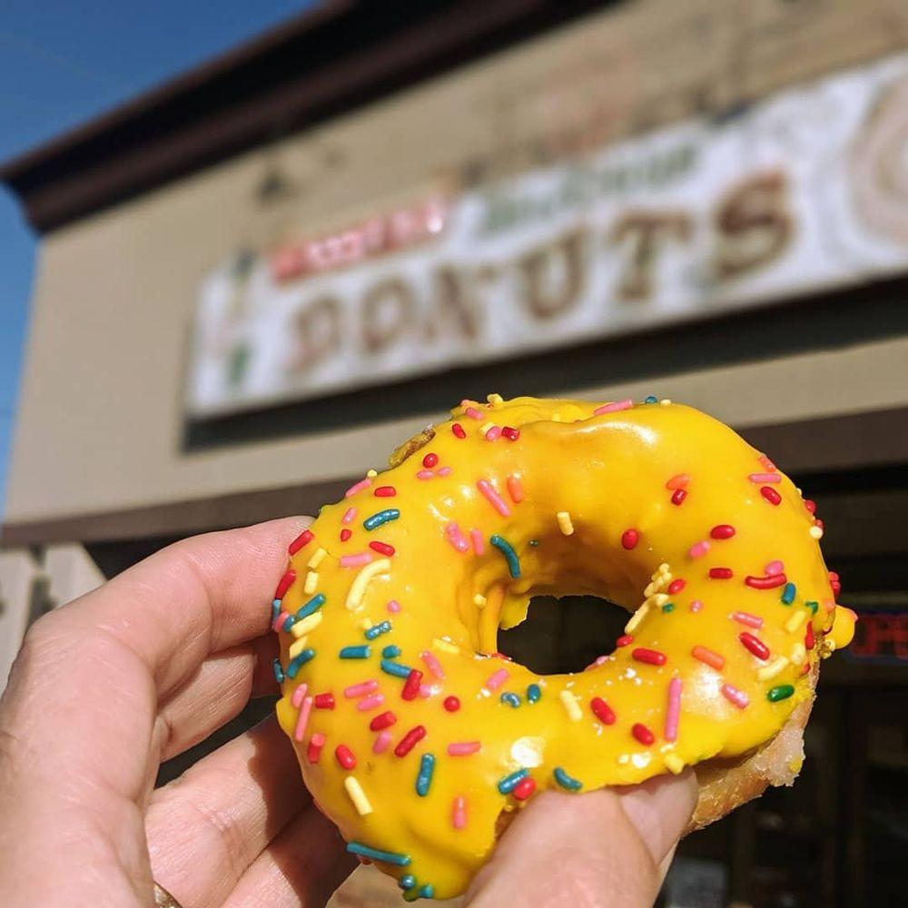 Fox's Donut Den: 3900 Hillsboro Pike, Nashville, TN