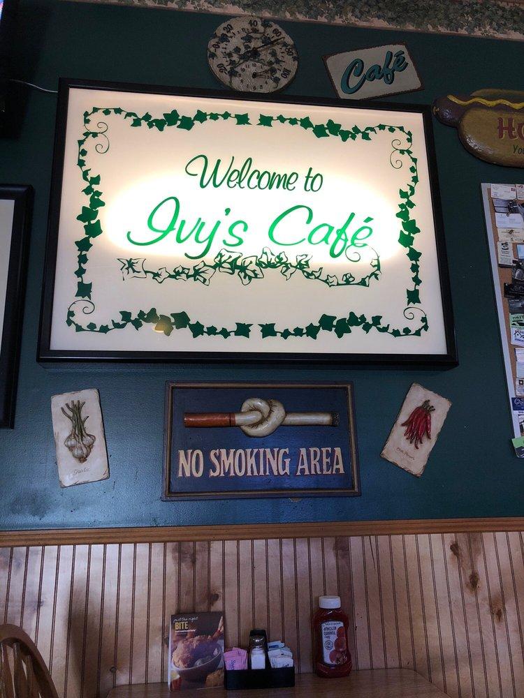 Ivy's Cafe: 6 Whiteville Mini Mall, Whiteville, NC
