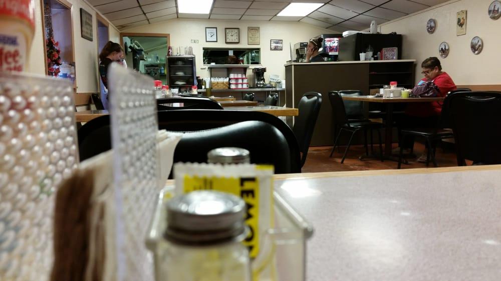 Mom's Diner: 735 Ave E, Hawley, TX
