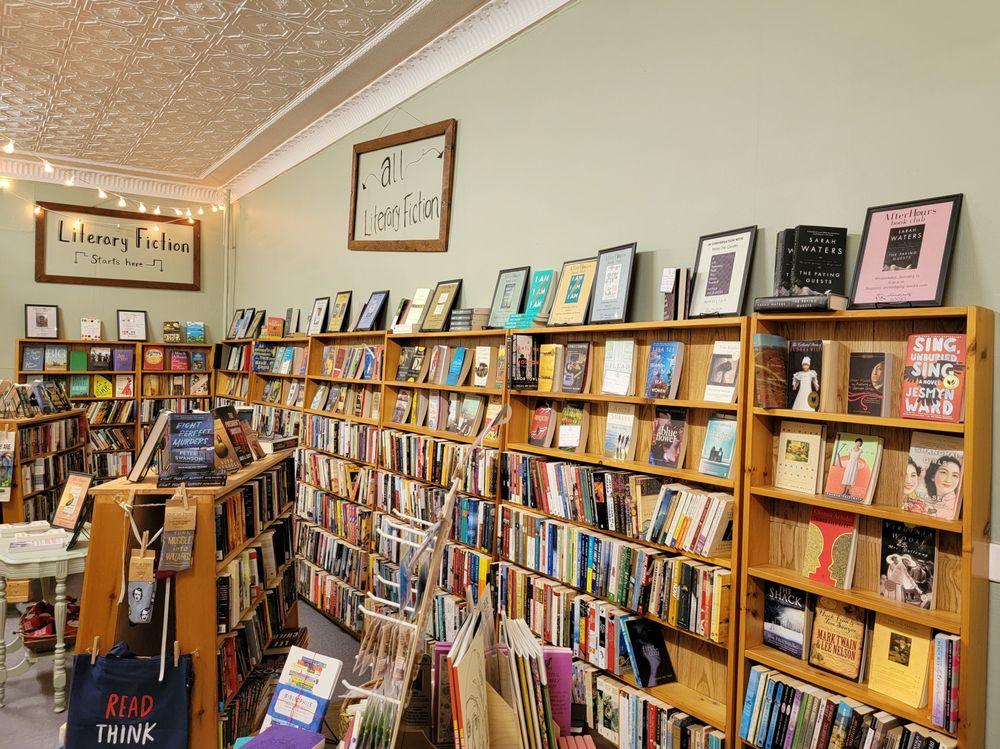 Serendipity Books: 113 W Middle St, Chelsea, MI