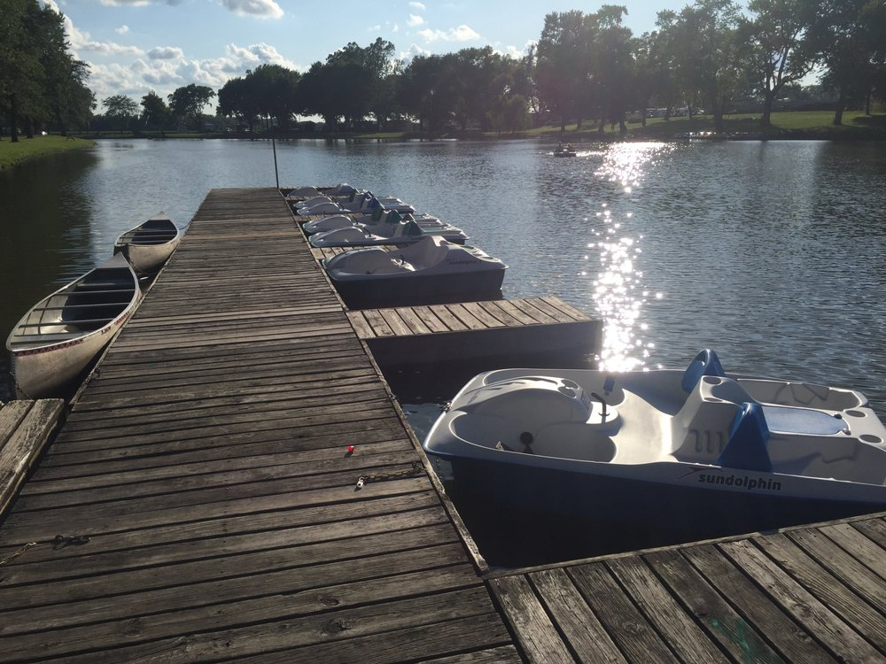 Sunset Lakes RV Resort: 3333 290th St N, Hillsdale, IL