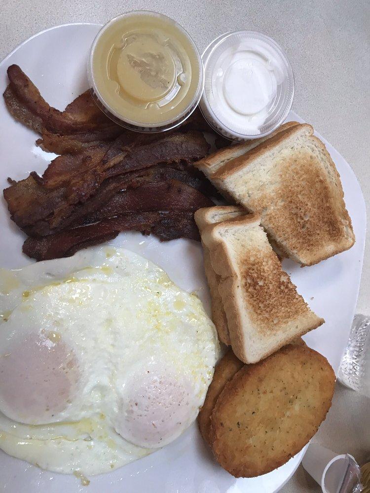 Pelican Cafe: 2825 Gratiot Blvd, Marysville, MI