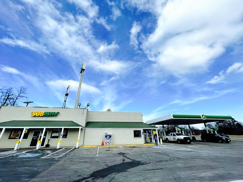 Go-Mart: 3529 Lee Jackson Hwy, Greenville, VA