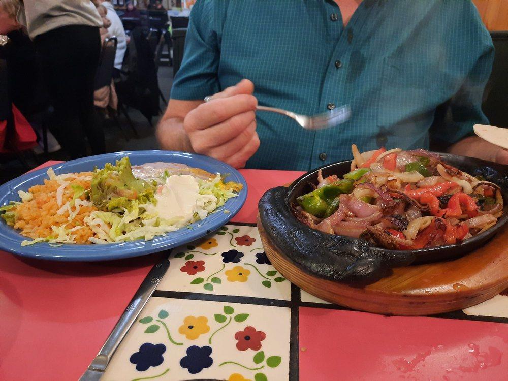 La Pinata Family Mexican Restaurant: 237 W B Ave, Drain, OR