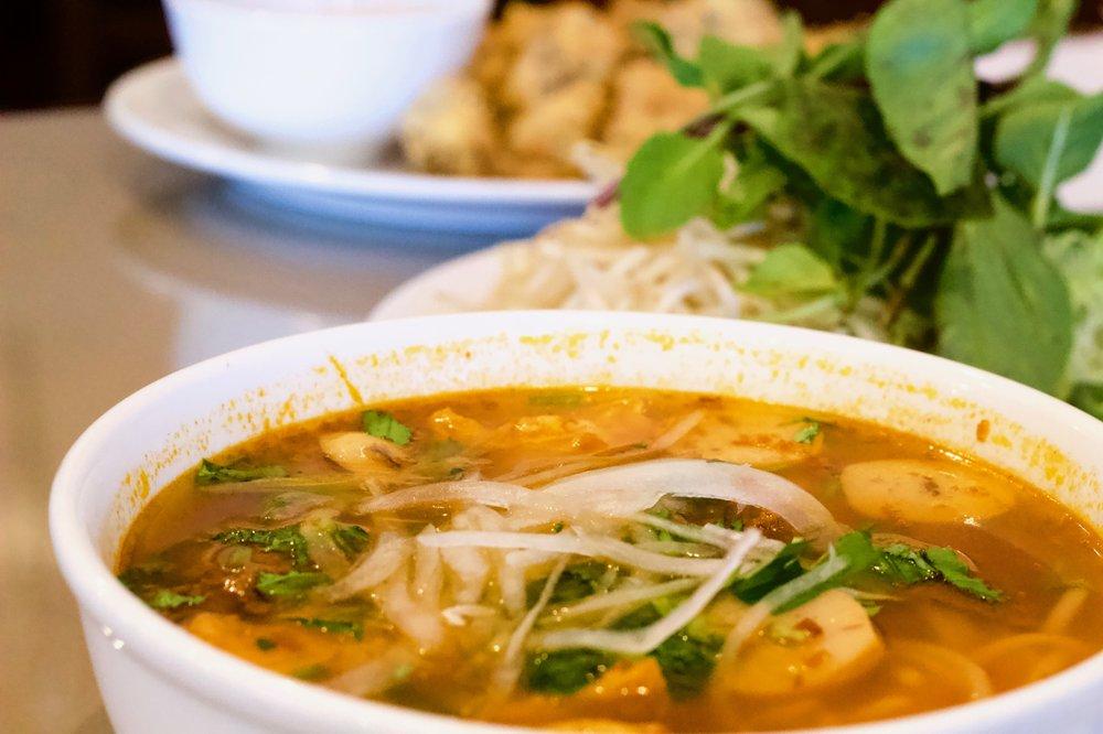 16  Hot n' Spicy Beef & Pork Noodle Soup (8 95) Bún Bò Huế