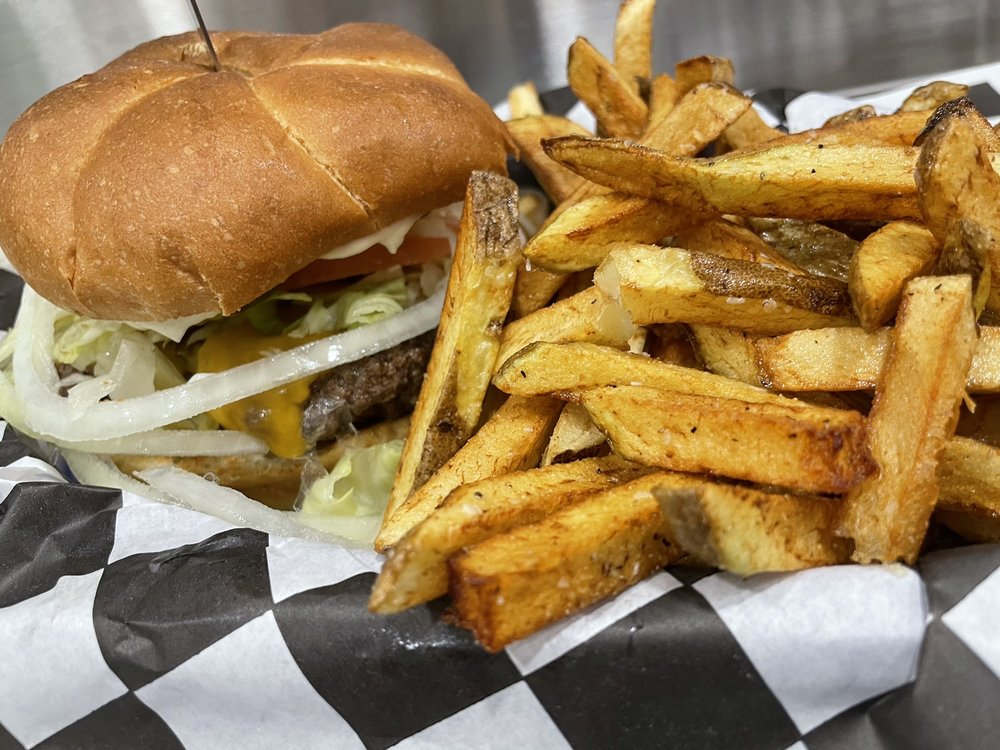 Happy's Bar and Grill: 270 Portland Ave, Gladstone, OR