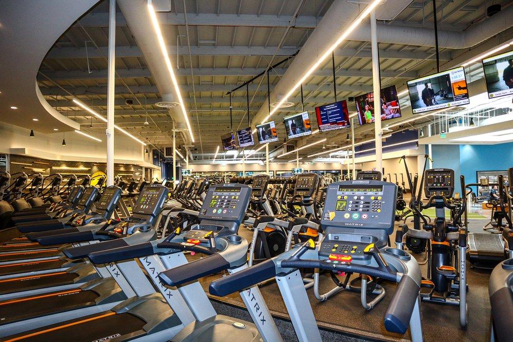 Gold's Gym: 150 W Esplanade Dr, Oxnard, CA