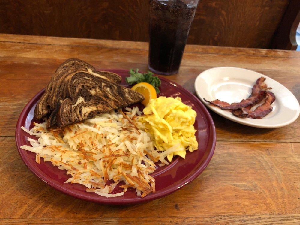 Jen's Alpine Cafe & Soup Kitchen: 117 4th St, Baraboo, WI