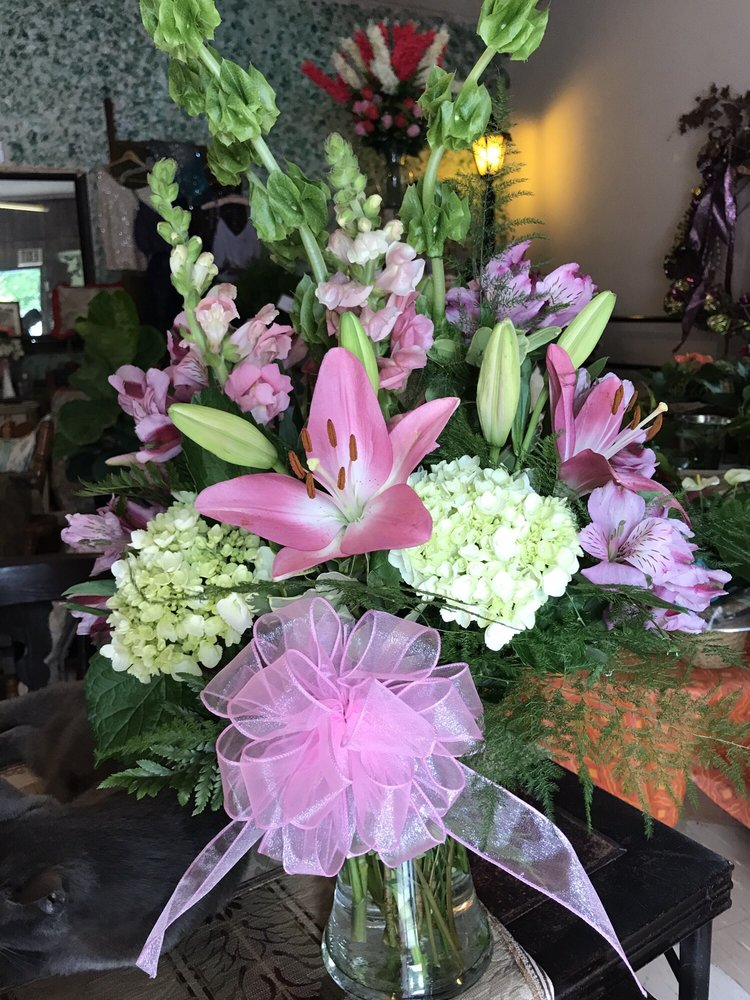 Brantley Flowers & Gifts: 512 N 14th Ave, Durant, OK