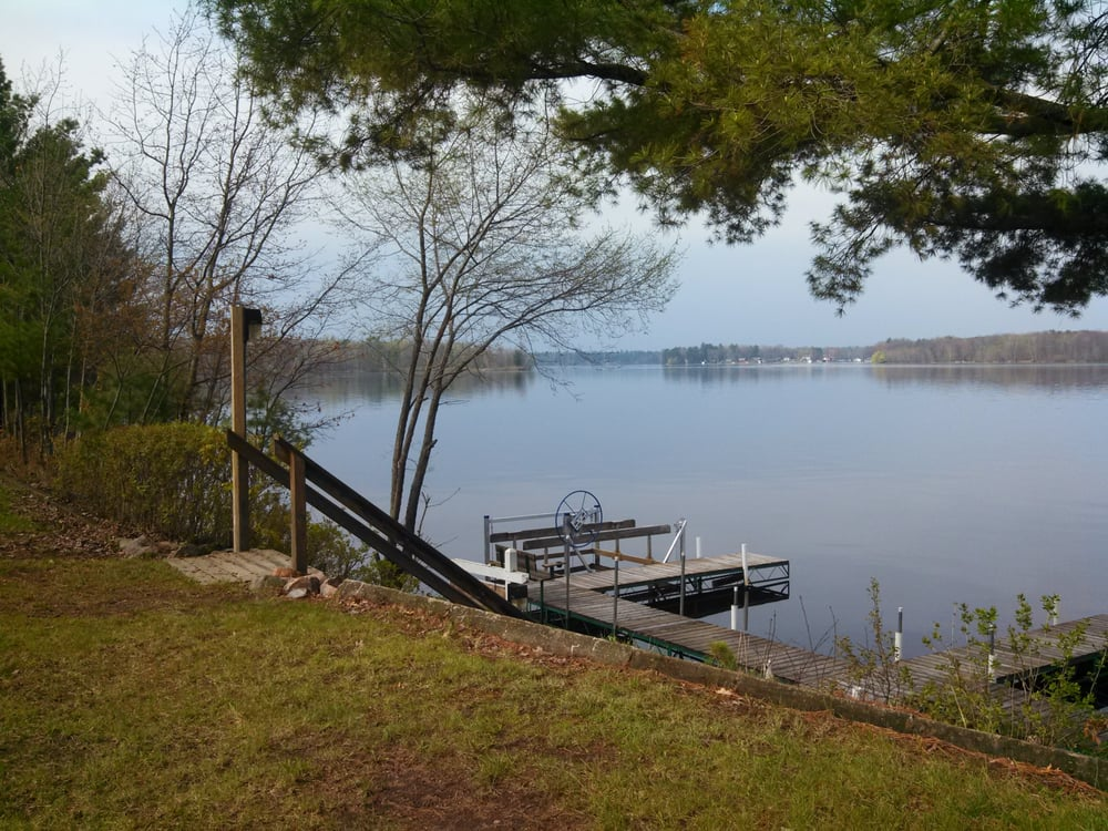 Beaton's Lakeshore Cottages: 28508 263rd St, Holcombe, WI