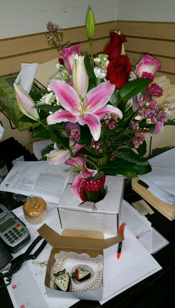 Red and Pink Roses, Lilies, and one Calla Lily(her mother\'s favorite ...