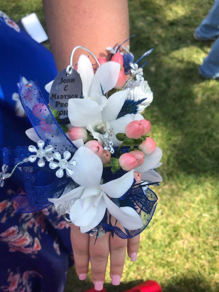 Tulips Trophies & Treasures: 159 N Main St, Lake Elsinore, CA