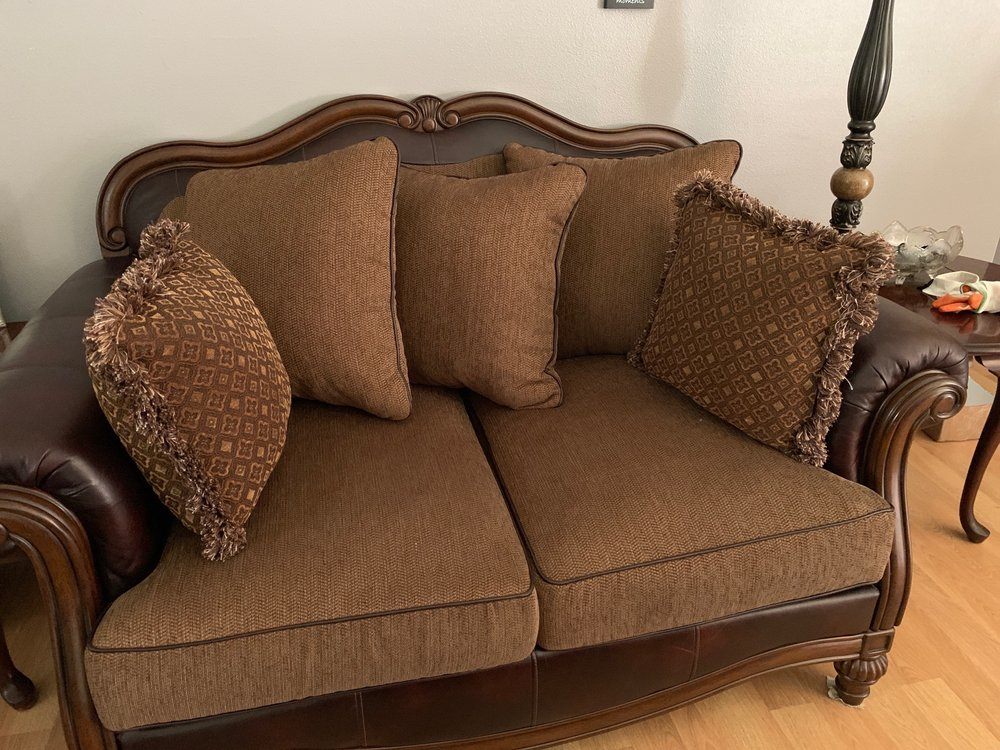 Michael's Custom Upholstery: 12306 Waller Rd E, Tacoma, WA
