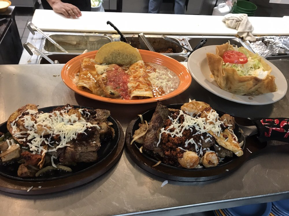 Don Julio's Mexican Restaurant & Cantina: 1505 W 4th St, Adel, GA