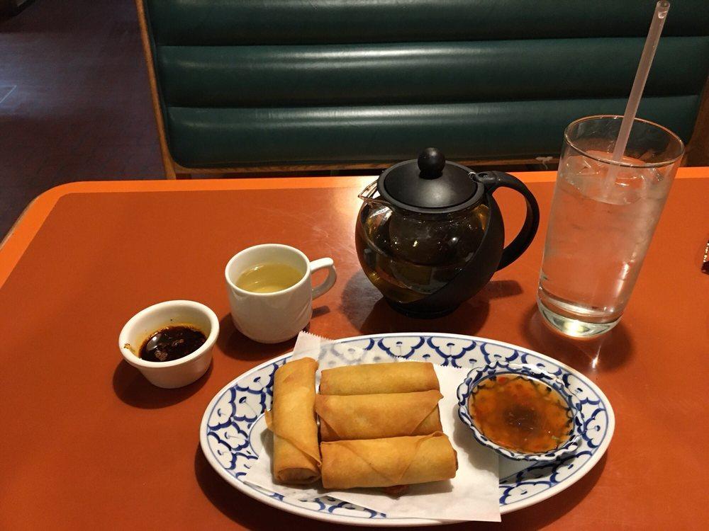 Bangkok House Thai Restaurant: 438 S Cherry Ln, White Settlement, TX