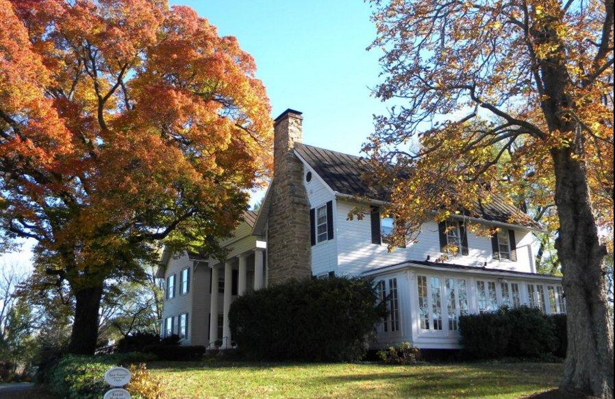 Black Horse Inn: 8393 Meetze Rd, Warrenton, VA