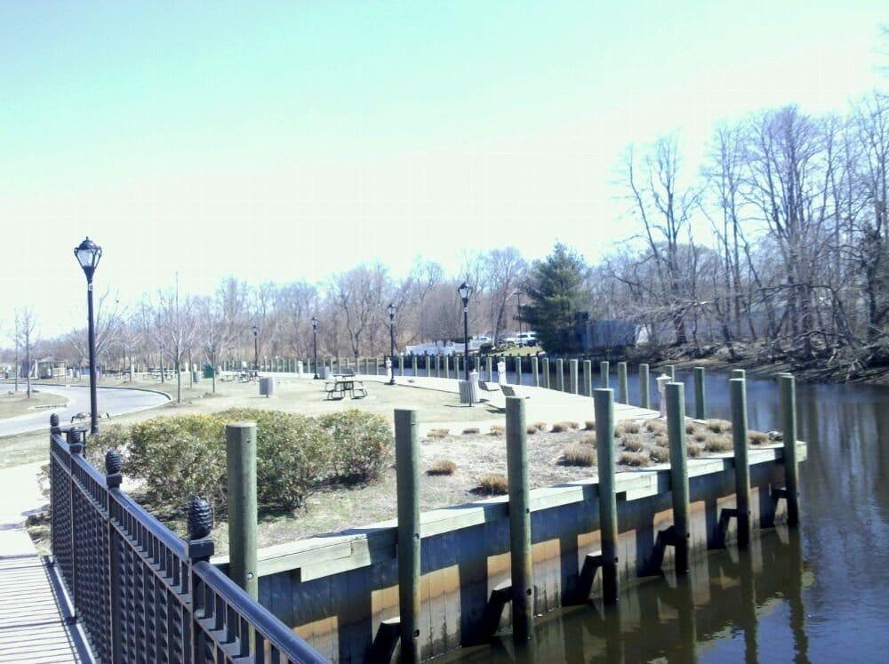 Peconic River: 89 Peconic Ave, Riverhead, NY