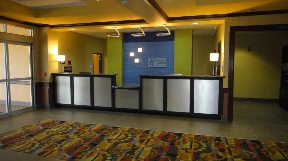 Holiday Inn Express & Suites - George West: 200 S Nueces, George West, TX