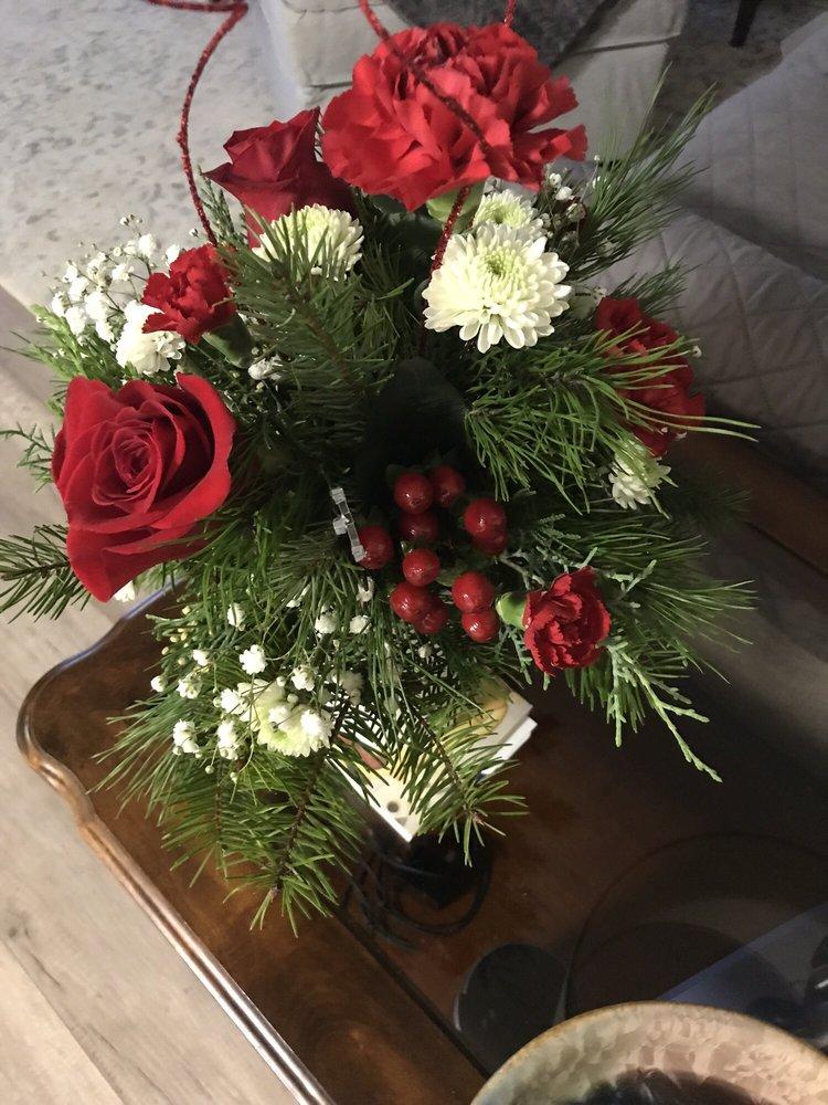 Chalet Flowers: 5002 7th St, Zephyrhills, FL