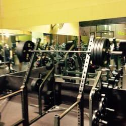 Gold's Gym - 10 Photos & 42 Reviews - Gyms - 1131 Merritt Blvd ...
