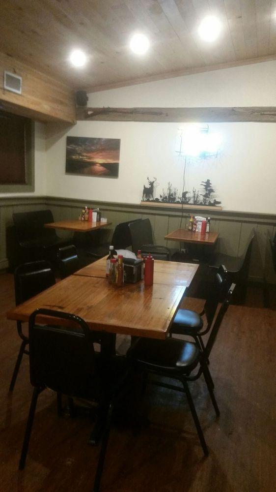 Fish Tale Grill: 2214 Hwy 604, Saint Joseph, LA