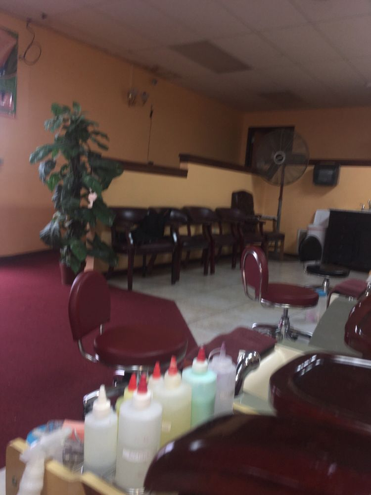 T & T Nails: 528 N Dixie Blvd, Radcliff, KY