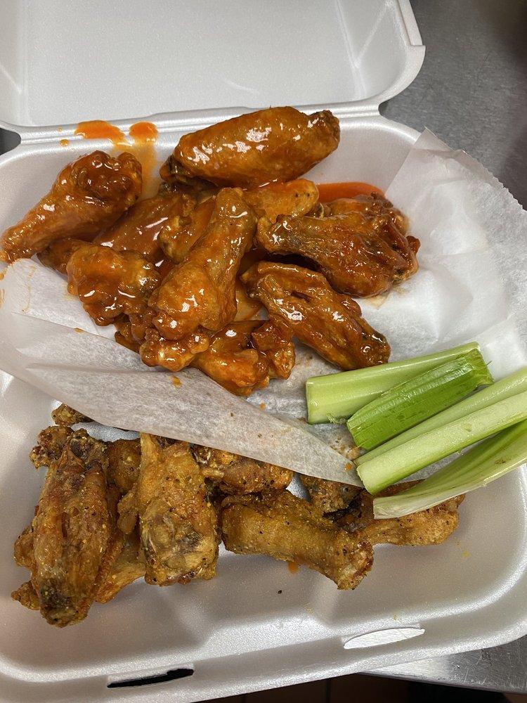 Touchdown Wings: 8030 Senoia Rd, Fairburn, GA