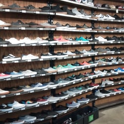 Zumiez - 18 Reviews - Shoe Stores - 244 Bellevue Sq 580cb28e079