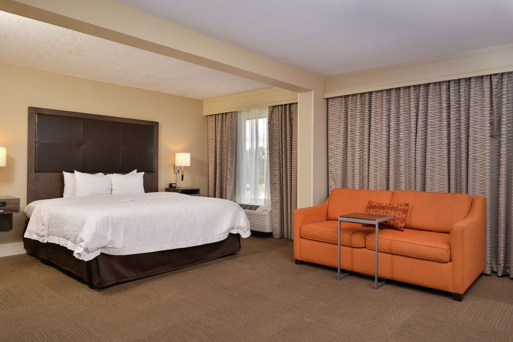 Hampton Inn South Hill: I-85 Us 58 200 Thompson St, South Hill, VA