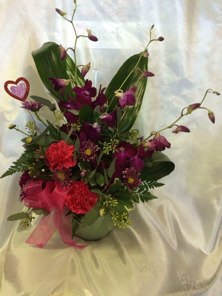 Aunt Patty's Flower Shop: 87 Main St, Akron, NY