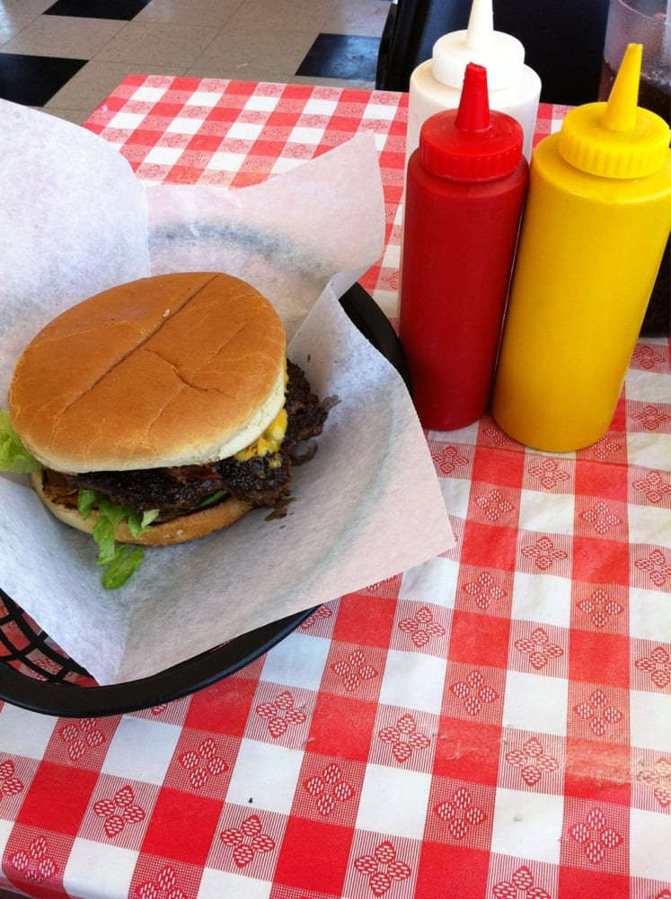 MJ's Burger House: 1004 E 4th St, Altamont, KS