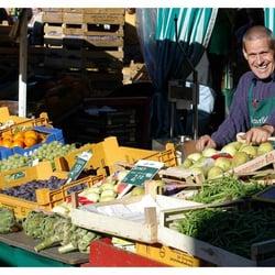 Langenhorner Wochenmarkt - Farmers Market - Langenhorner ...