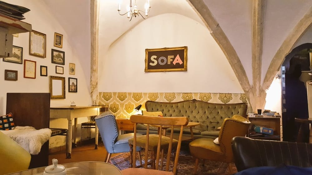Caf sofa geschlossen 13 fotos 11 beitr ge caf for Couch regensburg