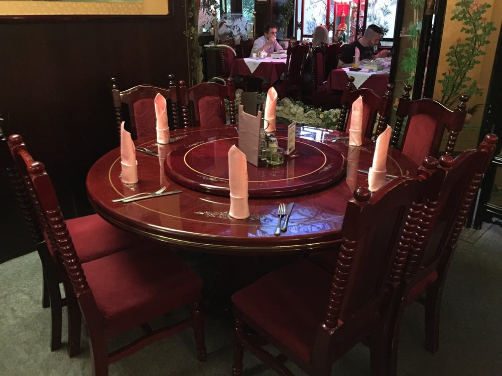 Der Runde Tisch Mit Der Drehplatte Ist Natürlich Sehr Beliebt
