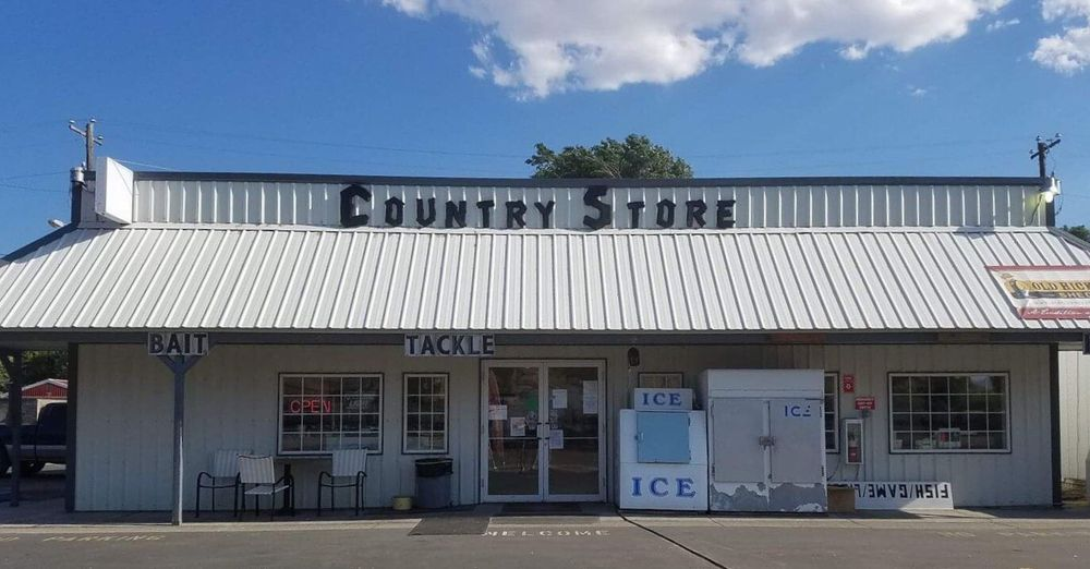 T & T Country Store: 40 Washington St W, Huntington, OR