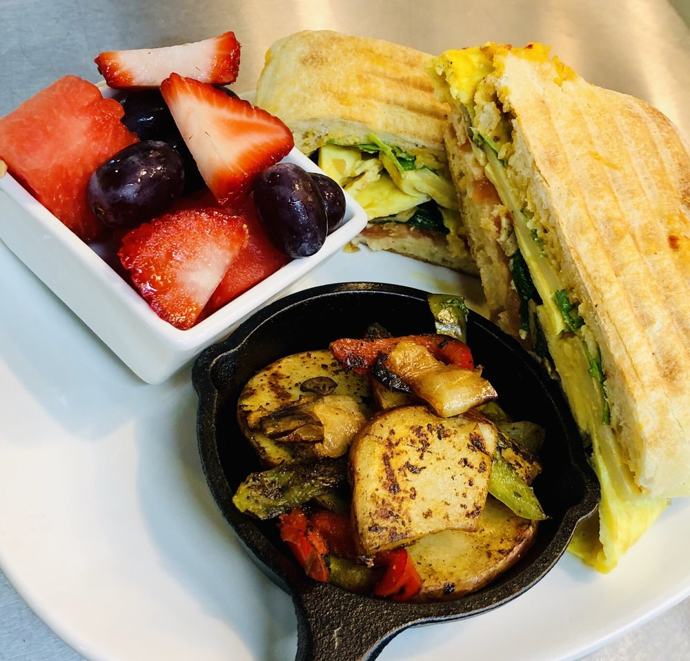 Wild Grapes Bistro and Juice Bar: 1555 Williams Hwy, Grants Pass, OR