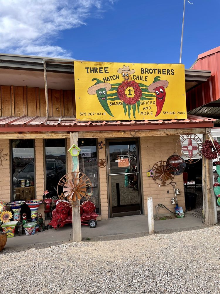 Three Brothers: 645 Franklin St, Hatch, NM