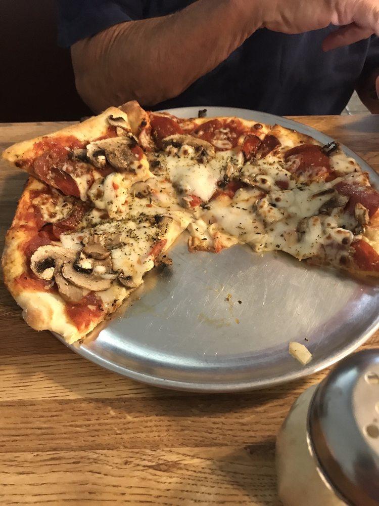 Bob's Burgers Pasta Pizza: 92 E Main St, Bells, TN