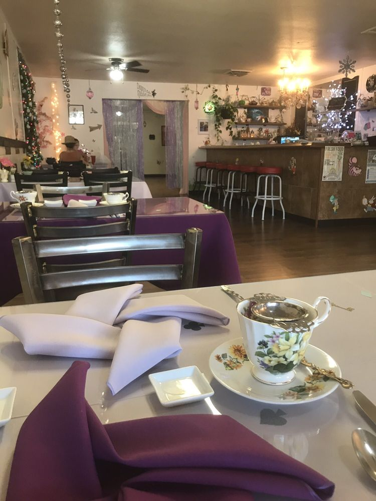 The Mad Hatters Tea Room: 806 N Beeline Hwy, Payson, AZ