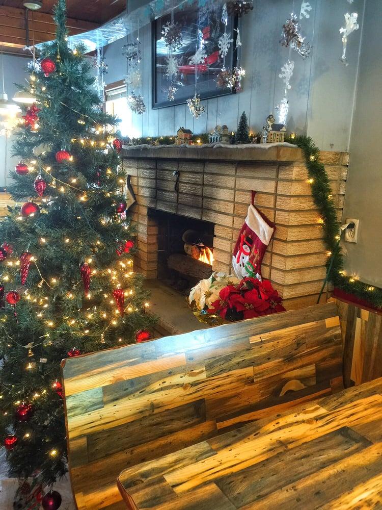 Cindy Lou's Cafe: 336 Portland Rd, Waterloo, WI