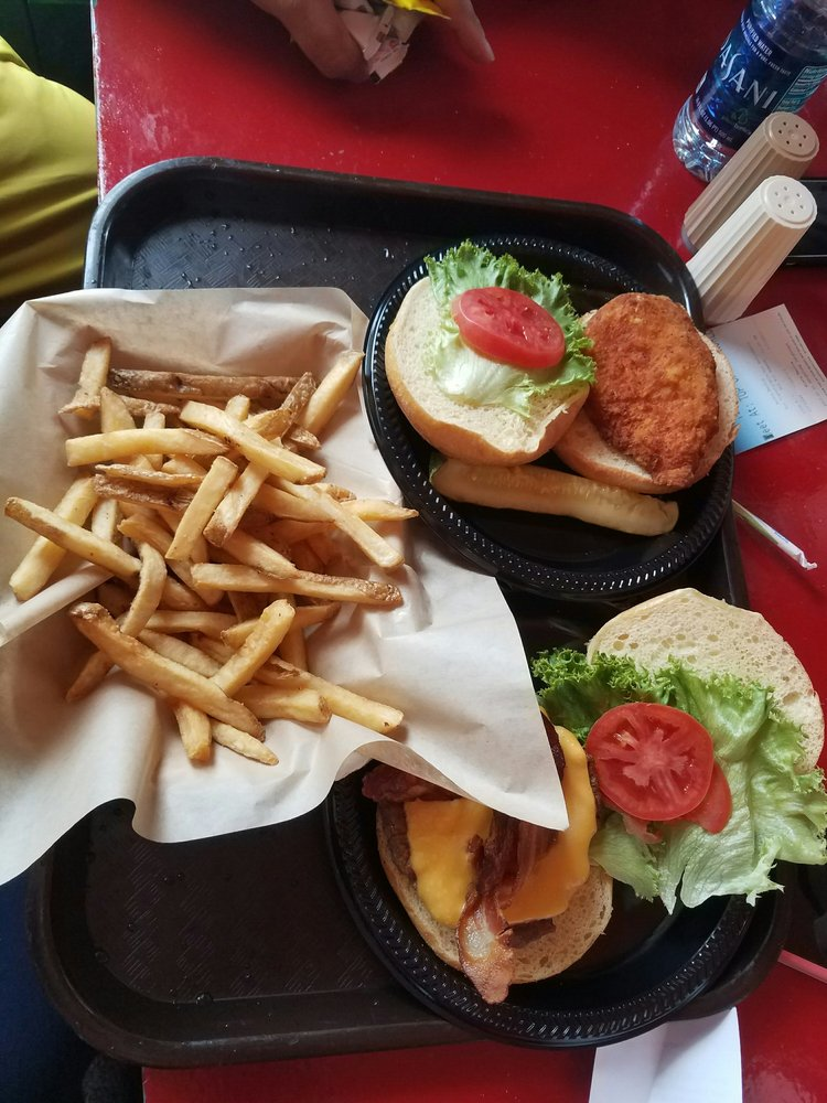 Hoot's Bar and Grill: 10 Snowshoe Dr, Snowshoe, WV
