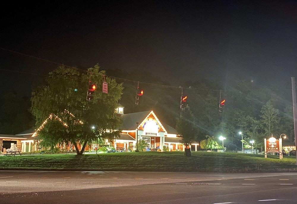 Canton Creamery: 465 Albany Tpke, Canton, CT