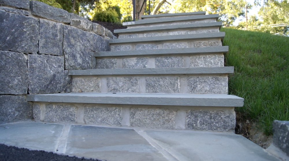 Natural Blue Mountain Stone Retaining Wall With Bluestone ...