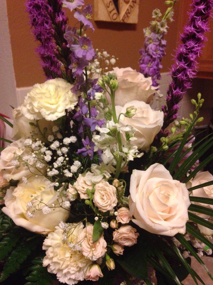 Lori's Midway Floral: 420 S Waco, Van Alstyne, TX