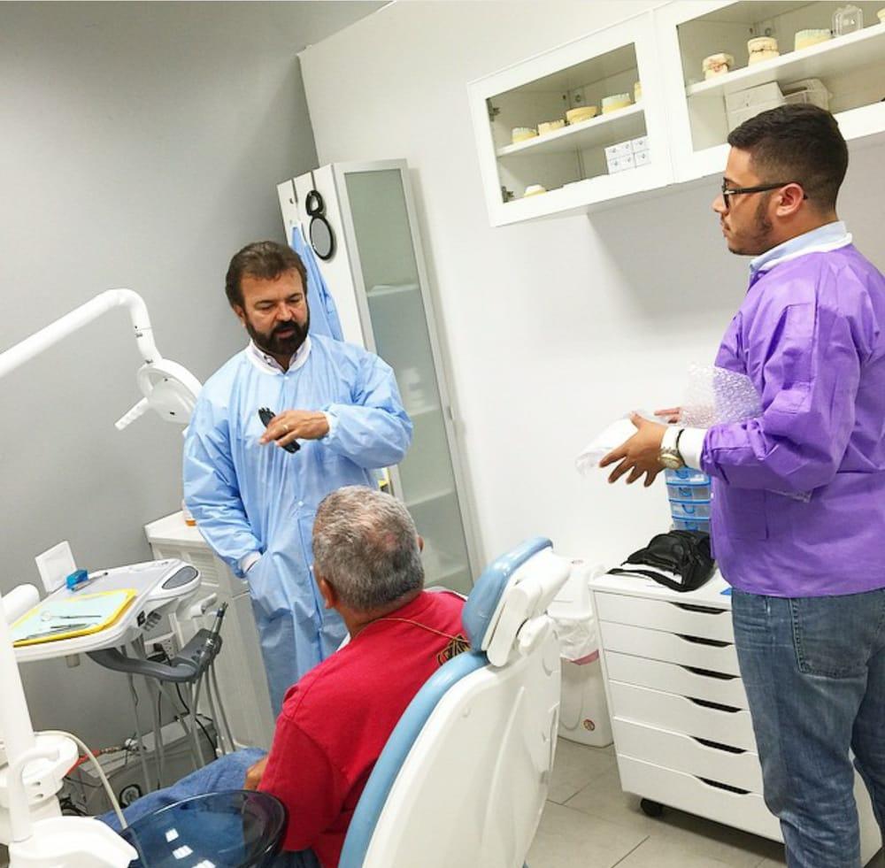 Health Dental Clinic: Calle Central 77, Coto Laurel, PR