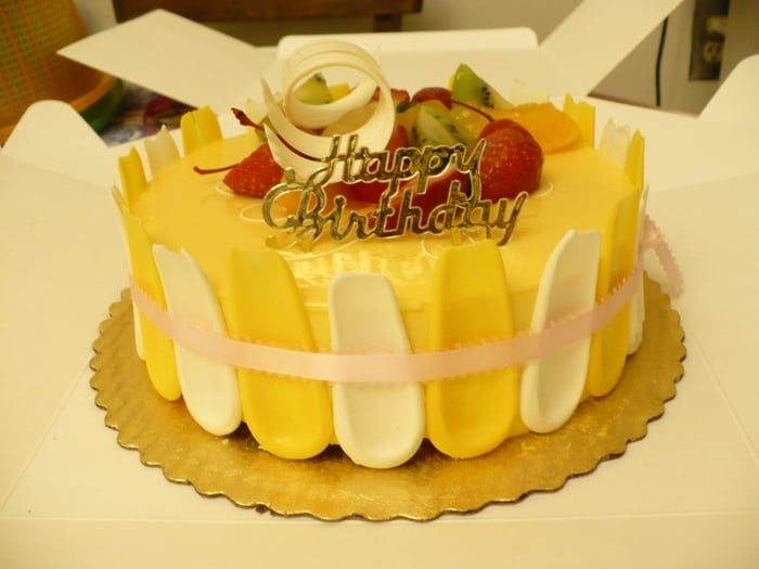 Mango Mousse Cake 8 Inches 21 Pricey For A Small Cake Yelp