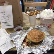 Little Cheeseburger With Lettuce P O Of Five Guys Deptford Nj United States Yummy Cheeseburger Its