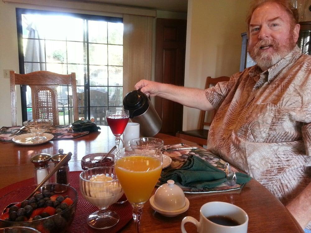 Serenity Gardens Bed and Breakfast: 2649 Reggio Ct, Merced, CA